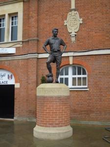 Johnny Haynes statue at Craven Cottage
